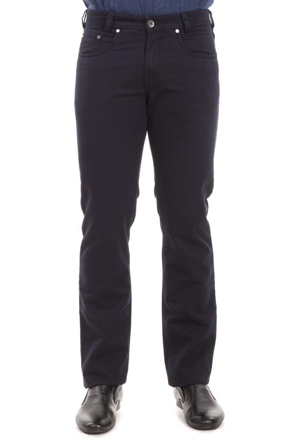 Классические джинсы GardeurКлассические джинсы<br>Темно-синие джинсы от бренда Gardeur прямого кроя выполнены из хлопкового денима с добавлением эластана. Изделие дополнено: шлевками под ремень, пятью стандартными карманами и застежкой молния с пуговицей.<br><br>Размер RU: 50(L34)<br>Пол: Мужской<br>Возраст: Взрослый<br>Материал: хлопок 98%, эластан 2%<br>Цвет: Чёрный