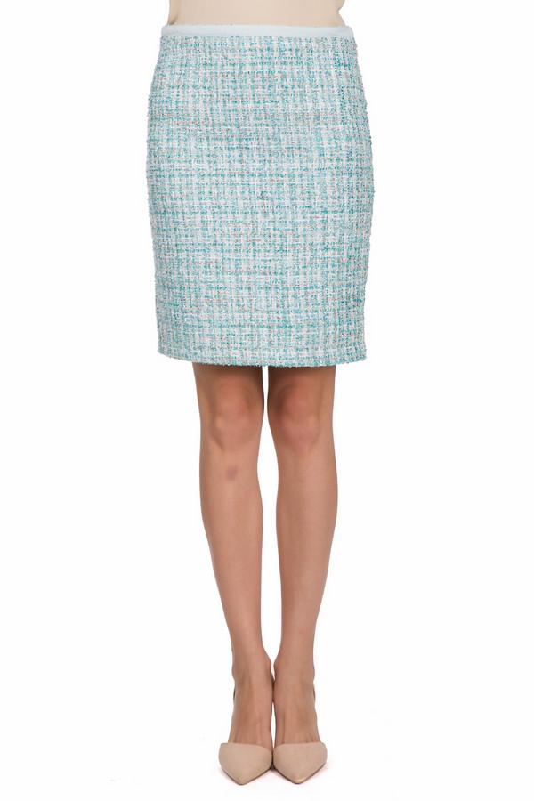 Юбка Just ValeriЮбки<br>Яркая женская юбка Just Valeri голубого цвета с серебристыми и белыми вкраплениями. Это изделие было выполнено из полиэстера. Данная модель предназначена для демисезонного периода. Юбка по длине выше колен. Сидит по фигуре. Дополнена красивым рисунком и разрезом сзади. Идеальный вариант для вечернего выхода.<br><br>Размер RU: 50<br>Пол: Женский<br>Возраст: Взрослый<br>Материал: полиэстер 100%<br>Цвет: Разноцветный