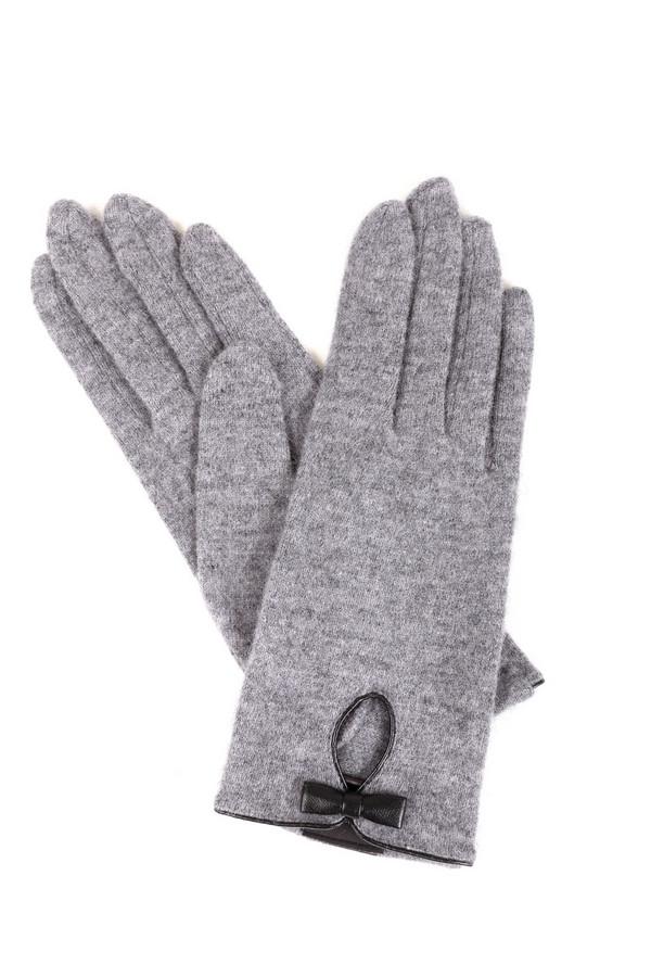 Перчатки RoecklПерчатки<br>Модные женские перчатки Roeckl серого цвета. Эта модель была изготовлена из шерсти и нейлона. Такое изделие создано для холодной зимней погоды. Перчатки украшены небольшим вырезом с маленьким бантиком. Подойдет тем, кто даже зимой желает быть элегантной и модной. Идеально смотрится в сочетании с беретом в тон.<br><br>Размер RU: один размер<br>Пол: Женский<br>Возраст: Взрослый<br>Материал: шерсть 80%, нейлон 20%<br>Цвет: Серый