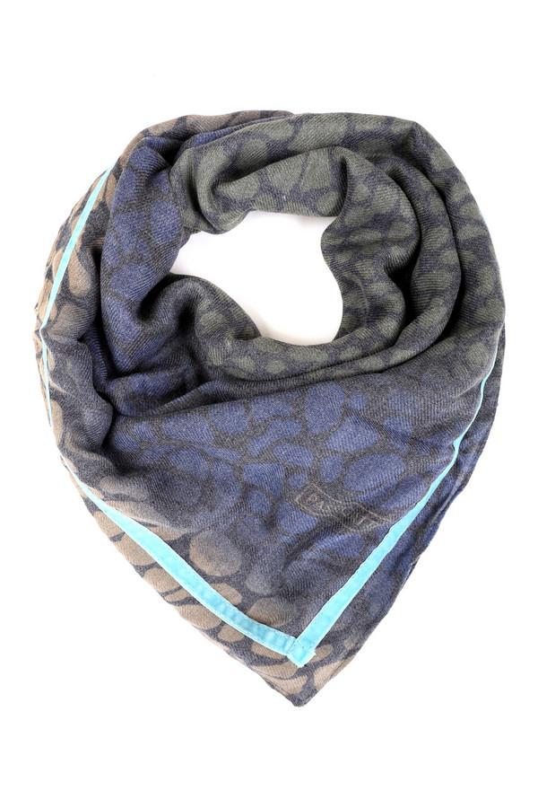 Платок PassigattiПлатки<br>Модный женский шарф Passigatti синего цвета с серыми и голубыми элементами. Эта модель была сделана из полиэстера. Данное изделие предназначено для демисезонного периода. Дополнено темным разноцветным рисунком и яркими голубыми вставками по краям. Отлично будет смотреться как с темными, так и со светлыми вещами.<br><br>Размер RU: один размер<br>Пол: Женский<br>Возраст: Взрослый<br>Материал: полиэстер 100%<br>Цвет: Разноцветный