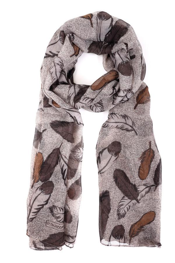 Шарф PassigattiШарфы<br>Оригинальный женский шарф Passigatti бежевого цвета с чёрными и коричневыми деталями. Это изделие было изготовлено из полиэстера. Данная модель предназначена для демисезонного периода. Аксессуар дополнен крупным изображением перьев. Прекрасно впишется в осенний романтичный образ. Хорошо будет смотреться с одеждой в теплых тонах.<br><br>Размер RU: один размер<br>Пол: Женский<br>Возраст: Взрослый<br>Материал: полиэстер 100%<br>Цвет: Разноцветный