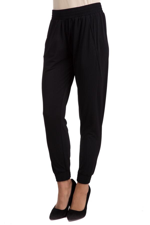 Брюки GwyneddsБрюки<br>Практичные женские брюки Gwynedds черного цвета. Эта модель была сделана из эластана и полиэстера. Данное изделие предназначено для демисезонного периода. Штаны свободного кроя и средней посадки. Дополнены резинкой сверху. Хорошо подойдут для вечерней прогулки. Сочетаются со свободными футболками, топами или пуловерами.<br><br>Размер RU: 40-42<br>Пол: Женский<br>Возраст: Взрослый<br>Материал: эластан 4%, полиэстер 96%<br>Цвет: Чёрный