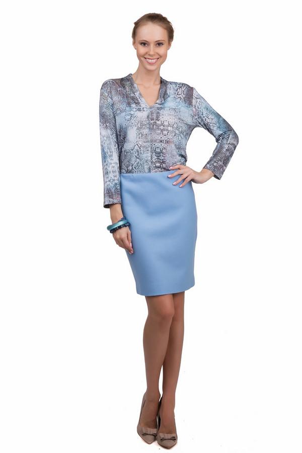 Юбка Marc CainЮбки<br>Яркая женская юбка Marc Cain светлого голубого цвета. Эта модель была сделана из кашемира и шерсти. Данное изделие предназначено для демисезонного периода. Юбка облегающая и средней длинны. Дополнена разрезом сзади. Хорошо сочетается с разноцветной одеждой. Хорошо смотрится с объёмными вещами. Отличный вариант для праздничного мероприятия.<br><br>Размер RU: 42<br>Пол: Женский<br>Возраст: Взрослый<br>Материал: кашемир 10%, шерсть 90%<br>Цвет: Голубой