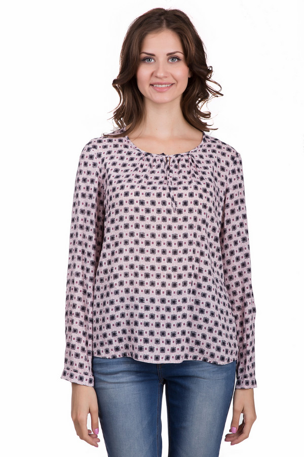 Блузa Gerry WeberБлузы<br>Оригинальная женская блуза Gerry Weber розового цвета с чёрными, белыми и фиолетовыми элементами. Эта модель выполнена полностью из вискозы. Изделие создано для весны и осени. Блуза свободного кроя. Дополнена мелким рисунком, разрезами по бокам и маленьким вырезом возле ворота. Задняя часть длиннее передней. Придаст любому образу легкости.<br><br>Размер RU: 44<br>Пол: Женский<br>Возраст: Взрослый<br>Материал: вискоза 100%<br>Цвет: Разноцветный