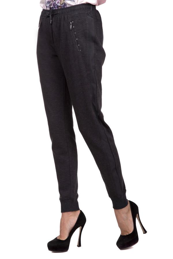 Брюки Betty BarclayБрюки<br>Оригинальные женские брюки Betty Barclay серого цвета. Это изделие было выполнено из полиэстера и хлопка. Данная модель предназначена для демисезонного периода. Брюки свободного кроя. Дополнены боковыми и задними карманами и резинками сверху и снизу. Скрывают недостатки фигуры. Хорошо будут смотреться с обувью на каблуке.<br><br>Размер RU: 50<br>Пол: Женский<br>Возраст: Взрослый<br>Материал: полиэстер 20%, хлопок 80%<br>Цвет: Серый