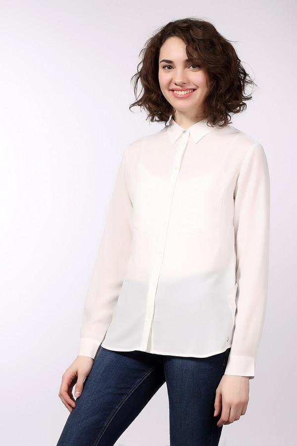 Блузa s.OliverБлузы<br>Классическая женская блуза s.Oliver белого цвета. Это изделие было выполнено из полиэстера. Модель предназначена для демисезона. Блузка свободного кроя. Дополнена манжетами на рукавах и карманами на груди. Застегивается на маленькие белые пуговички. Можно носить навыпуск и в заправленном виде. Такая вещь является незаменимой в гардеробе.<br><br>Размер RU: 48<br>Пол: Женский<br>Возраст: Взрослый<br>Материал: полиэстер 100%<br>Цвет: Белый