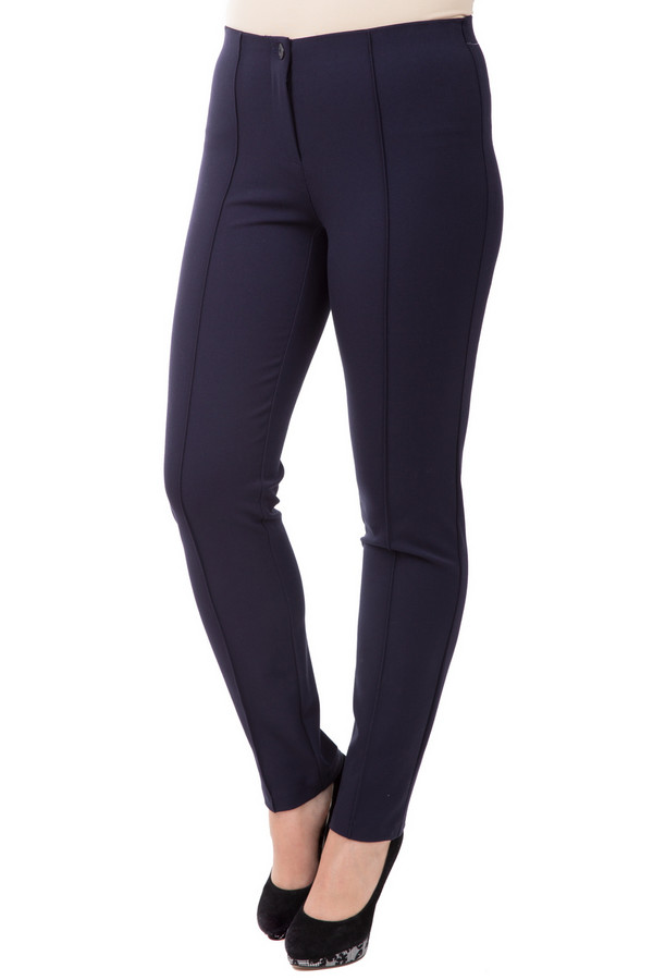 Брюки Frank WalderБрюки<br>Оригинальные женские брюки Frank Walder темно-синего цвета. Изготовлены из полиэстера, вискозы и эластана. Наиболее подходящие для носки сезоны - весна и осень. Модель дополнена декоративными вертикальными швами на штанинах спереди и аккуратным кармашком сзади. Подойдет для женщин, которые любят нестандартные решения в одежде.<br><br>Размер RU: 48<br>Пол: Женский<br>Возраст: Взрослый<br>Материал: эластан 5%, полиэстер 64%, вискоза 31%<br>Цвет: Синий