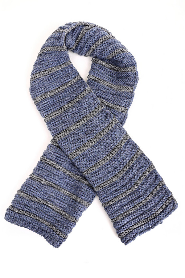 Шарф SetШарфы<br>Вязаный женский шарф Set сочетает в себе серый, синий и серебристый цвет. Изготовлен из полиакрила, вискозы, полиэстера и шерсти. Прекрасно согреет в зимние морозы. Материал имитирует лицевую и изнаночную спицевую вязку, украшен разноцветными полосами. Станет прекрасным дополнением к любой верхней одежде.<br><br>Размер RU: один размер<br>Пол: Женский<br>Возраст: Взрослый<br>Материал: полиакрил 45%, вискоза 29%, полиэстер 7%, шерсть 19%<br>Цвет: Разноцветный
