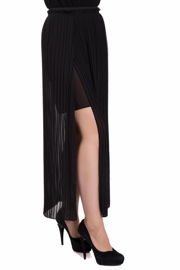 Юбка OuiЮбки<br>Модная женская юбка Oui черного цвета. Это изделие состоит из полиэстера. Модель предназначена для осени или весны. Юбка плиссированная. По длине она доходит до щиколоток. Дополнена матовым подъюбником и разрезами. Можно носить с разнообразной обувью. Отличный вариант для прогулки по набережной.<br><br>Размер RU: 46<br>Пол: Женский<br>Возраст: Взрослый<br>Материал: полиэстер 100%<br>Цвет: Чёрный