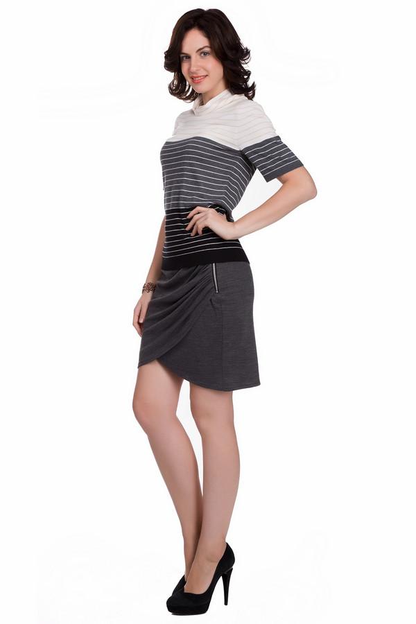Юбка SetЮбки<br>Оригинальная женская юбка Set серого цвета. Это изделие состоит из вискозы, полиамида, полиэстера и шерсти. Такая модель предназначена для осени или весны. Юбка сидит по фигуре. Дополнена спереди драпировкой и серебристой молнией. По длине выше колена. Отличный вариант для вечеринки. Хорошо сочетается с объемными блузами.<br><br>Размер RU: 40<br>Пол: Женский<br>Возраст: Взрослый<br>Материал: вискоза 49%, полиэстер 22%, шерсть 18%, полиамид 11%<br>Цвет: Серый