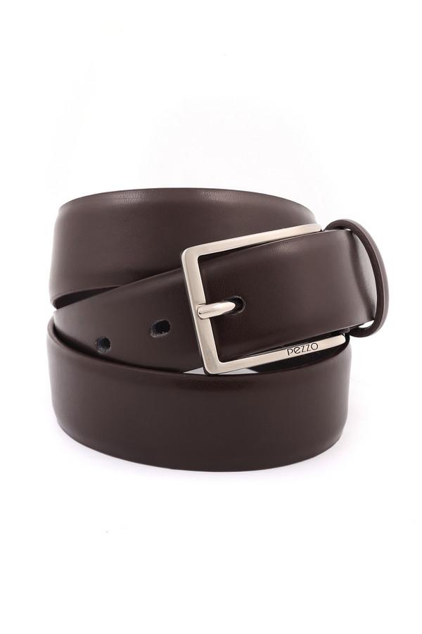 Ремень PezzoРемни<br>Практичный мужской ремень Pezzo коричневого цвета. Изделие выполнено из натуральной кожи. Носить данную модель можно круглый год. Ремень с гладкой, матовой поверхностью, полностью однотонный. Дополняет его классическая прямоугольная пряжка. Такой аксессуар можно использовать как в деловом костюме, так и с джинсами.<br><br>Размер RU: 56<br>Пол: Мужской<br>Возраст: Взрослый<br>Материал: кожа 100%<br>Цвет: Коричневый