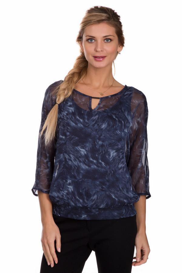 Блузa CommaБлузы<br>Летящая женская блуза Comma синего цвета с белыми и голубыми элементами. Эта модель состоит из полиэстера. Изделие предназначено для теплой летней погоды. Блуза свободного кроя. Рукава укороченные. Дополнена маленьким вырезом возле ворота и разноцветными вкраплениями. Отлично дополнит любой образ.<br><br>Размер RU: 42<br>Пол: Женский<br>Возраст: Взрослый<br>Материал: полиэстер 100%<br>Цвет: Разноцветный