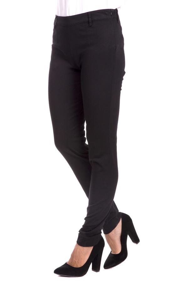 Брюки BraxБрюки<br>Эффектные женские брюки Brax черного цвета. Изготовлены из эластана, модала и хлопка. Весной и осенью они будут наиболее удачным выбором. Модель заужена к низу, дополнена врезанными практичными карманами сзади. Могут носится с ремнем и без. Могут отлично сочетаться с блузами, жакетами и пуловерами.<br><br>Размер RU: 46<br>Пол: Женский<br>Возраст: Взрослый<br>Материал: эластан 5%, хлопок 50%, модал 45%<br>Цвет: Синий