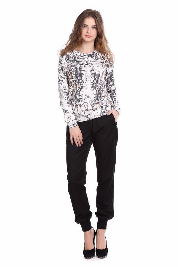 Брюки PassportБрюки<br>Практичные женские брюки Passport черного цвета. Это изделие состоит из полиэстера, вискозы и эластана. Данная модель предназначена для осени или весны. Брюки спортивного стиля. Дополнены резинкой сверху и на штанинах и шнурками сверху. Удобный вариант для любого повода. Подойдет для тех кому нравится практичная и стильная одежда.<br><br>Размер RU: 50<br>Пол: Женский<br>Возраст: Взрослый<br>Материал: эластан 3%, полиэстер 63%, вискоза 34%<br>Цвет: Чёрный
