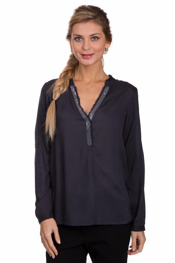 Блузa Tom TailorБлузы<br>Элегантная женская блуза Tom Tailor серого цвета с серебристыми деталями. Это изделие состоит полностью из вискозы. Данная модель предназначена для осени или весны. Блуза свободного кроя. Украшена серебристыми пайетками на вороте. Спинка длиннее передней части. Стильное и модное решение для праздничного мероприятия.<br><br>Размер RU: 46<br>Пол: Женский<br>Возраст: Взрослый<br>Материал: вискоза 100%<br>Цвет: Серебристый