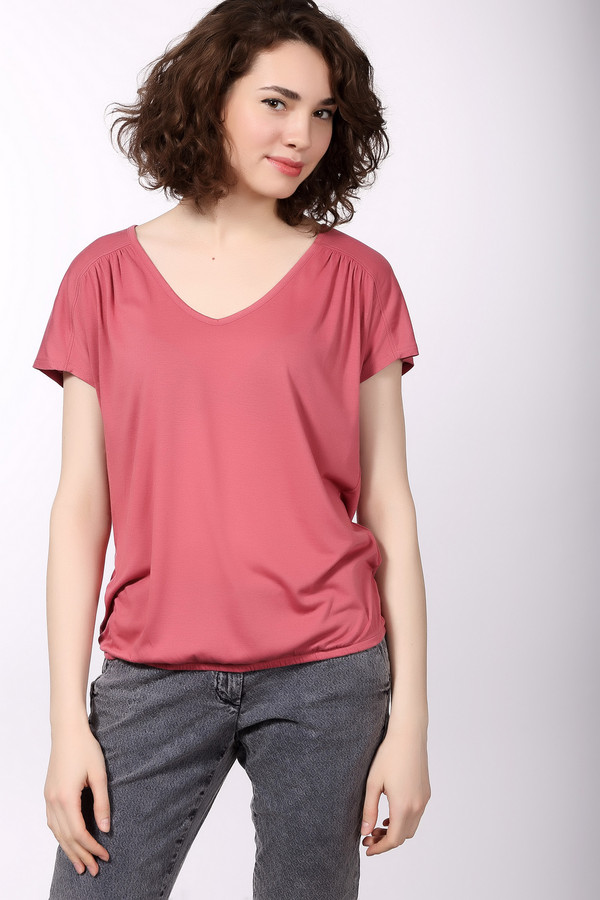 Футболка Tom TailorФутболки<br>Яркая женская футболка Tom Tailor розового цвета. Это изделие состоит из полиэстера и вискозы. Данная модель предназначена для теплой летней погоды. Футболка свободного кроя. Дополнена резинкой снизу. Практичное решение для прогулки по городу или похода на пляж. Добавит красок в простой повседневный образ.<br><br>Размер RU: 42-44<br>Пол: Женский<br>Возраст: Взрослый<br>Материал: полиэстер 65%, вискоза 35%<br>Цвет: Розовый