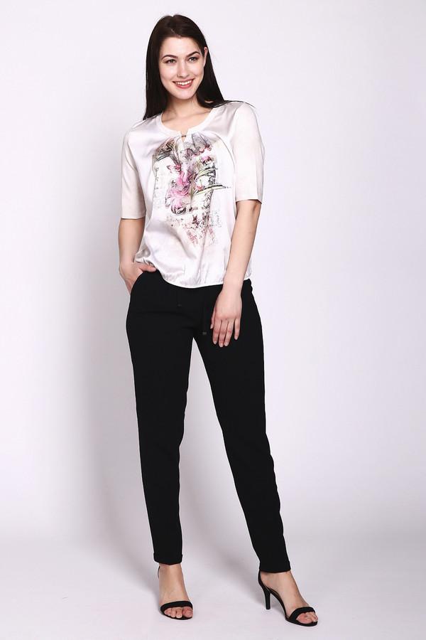 Брюки VaniliaБрюки<br>Стильные женские брюки Vanilia черного цвета. Это изделие состоит полностью из полиэстера. Брюки свободного кроя. Дополнены резинкой и шнурками сверху. К низу штаны зауженные. Подойдет как для прогулок, так и тренировок на улице. Сочетается с верхом любых расцветок. Прекрасный вариант на каждый день.