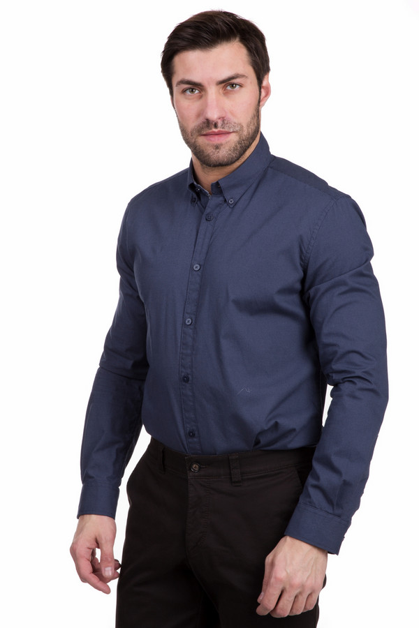 Рубашка с длинным рукавом Tom TailorДлинный рукав<br>Стильная рубашка с длинным рукавом Tom Tailor цвета берлинской лазури. Изготовлена полностью из хлопка. Рассчитана на межсезонье. Рубашка дополнена отложным воротничком и аккуратными манжетами. Будет хорошо сочетаться с брюками и джинсами. Отлично подойдет как для офисной работы, так и для повседневного времяпрепровождения.<br><br>Размер RU: 48-50<br>Пол: Мужской<br>Возраст: Взрослый<br>Материал: хлопок 100%<br>Цвет: Синий