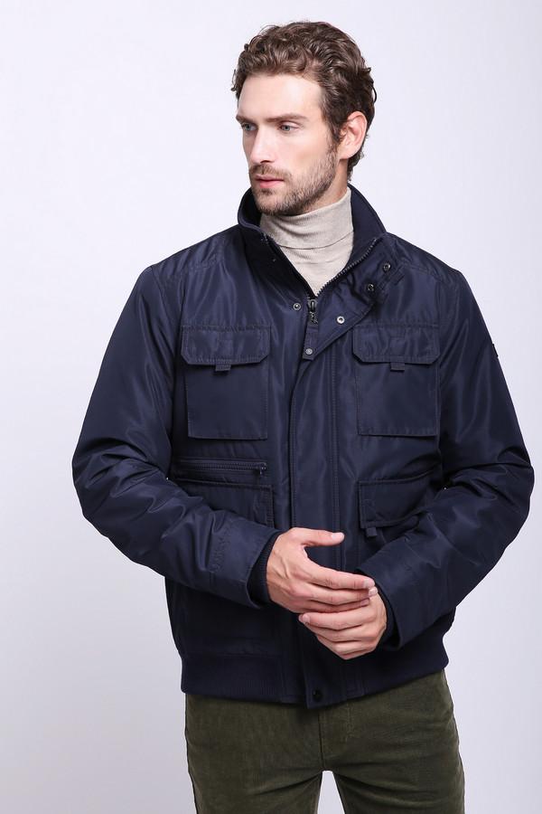 Куртка s.OliverКуртки<br>Практичная мужская куртка s.Oliver темно-синего цвета. Изготовлена полностью из полиэстера. Подходит для демисезонной носки. Модель дополнена четырьмя вместительными карманами. Прекрасно подойдет мужчинам, предпочитающим удобные и практичные вещи. Сочетается с подавляющим большинством одежды.