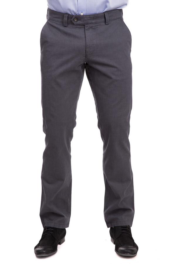 Брюки HattricБрюки<br>Мужские брюки Hattric серого цвета Эта модель из натурального хлопка практична и удобна в носке. Строгая форма, прямой силуэт, элегантный оттенок серого – характерные черты этой небанальной модели. Милая деталь – удлиненная застежка на поясе. Спереди и сзади – прорезные карманы. Модель подходит для носки в течение всего года в разных ансамблях.<br><br>Размер RU: 52<br>Пол: Мужской<br>Возраст: Взрослый<br>Материал: хлопок 98%, эластан 2%<br>Цвет: Серый