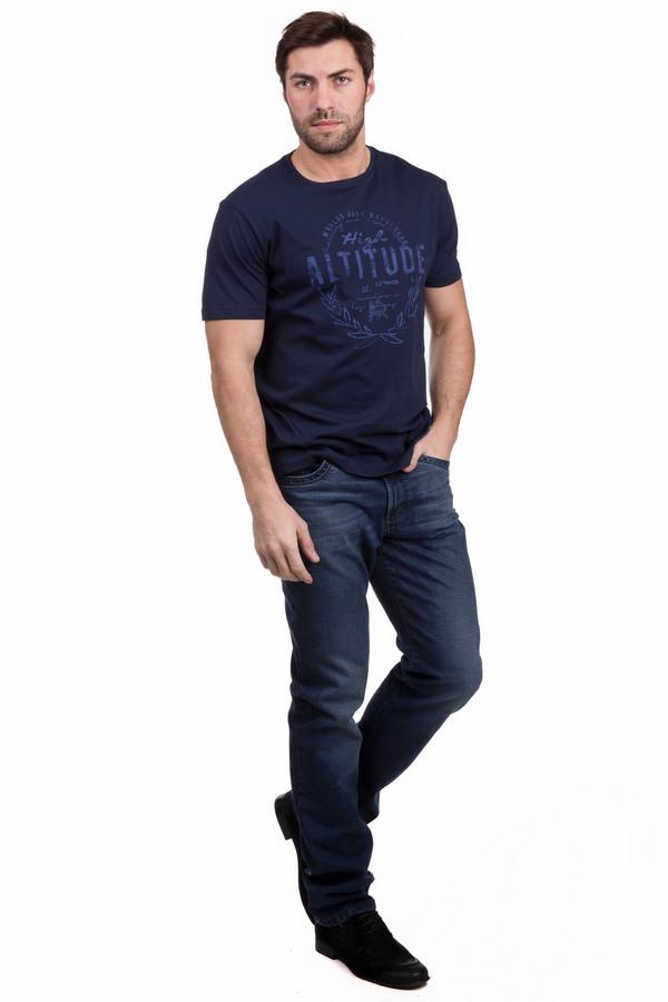 Джинсы GardeurДжинсы<br>Джинсы Gardeur классического силуэта. Темно-синий цвет джинсовой ткани в моде всегда. Данная модель снабжена прорезными карманами спереди и накладными сзади, как и положено брюкам такого типа. Состав: хлопок и эластан. Носить такую вещь можно круглогодично, сочетая ее с саамами разными предметами вашего гардероба.<br><br>Размер RU: 52(L34)<br>Пол: Мужской<br>Возраст: Взрослый<br>Материал: эластан 16%, хлопок 84%<br>Цвет: Синий
