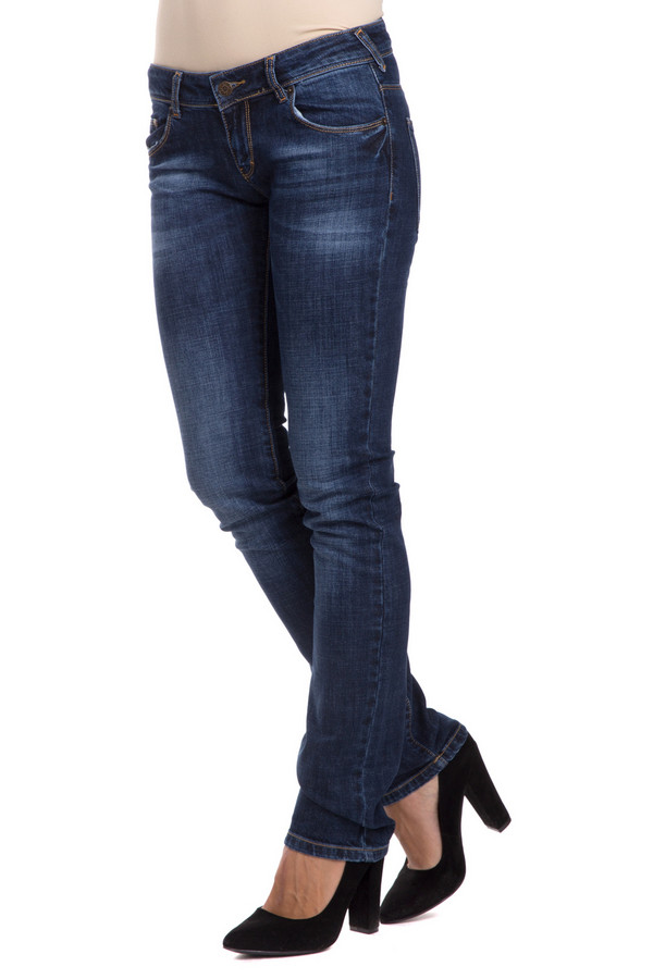 Модные джинсы Sai-KuМодные джинсы<br>Модные джинсы Sai-Ku прямого облегающего кроя. Модная потертость сзади и спереди этих брюк – их изюминка. В таких джинсах можно ходить на работу, на прогулку, а также на свидание. Хорошо сочетаются с одеждой разных стилей и цветов, как и положено джинсовой одежде.<br><br>Размер RU: 44-46(L34)<br>Пол: Женский<br>Возраст: Взрослый<br>Материал: хлопок 98%, луоселл 2%<br>Цвет: Синий