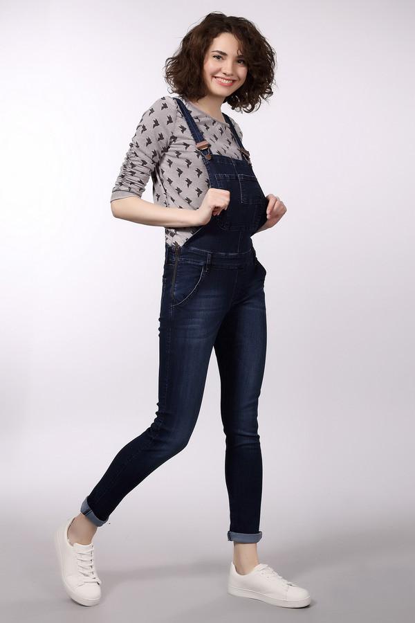 Комбинезон LocustКомбинезоны<br>Комбинезон Locust джинсовый. Облегающая модель практична и современна. Фантазийный нагрудный кармашек, легкие потертости на штанинах делают эту вещь суперактуальной. В таком комбинезоне можно пойти на прогулку или же в гости. Внимание окружающих вам обеспечено. Состав ткани: хлопок, лоусел. Комбинезон можно надевать с кофточками, топами и пуловерами непринужденного стиля.<br><br>Размер RU: 46-48(L34)<br>Пол: Женский<br>Возраст: Взрослый<br>Материал: хлопок 98%, луоселл 2%<br>Цвет: Синий