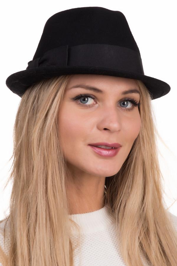 Шляпа WegenerШляпы<br>Шляпа Wegener черная. Эта модель не оставит вас равнодушной. Сдержанный силуэт и декоративный бантик сбоку – ее несомненные преимущества. Носить такую шляпку можно весной и осенью. Комбинировать ее вы сможете с различными пальто (желательно приталенного силуэта), теплыми костюмами.<br><br>Размер RU: один размер<br>Пол: Женский<br>Возраст: Взрослый<br>Материал: шерсть 100%<br>Цвет: Чёрный