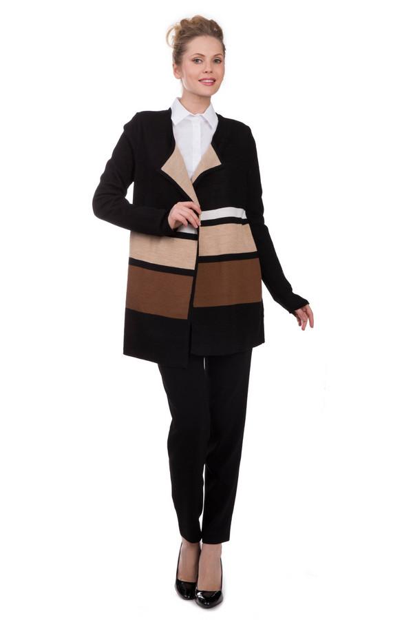 Брюки Marc CainБрюки<br>Брюки Marc Cain черные. Необычная и красивая модель. Пояс их другой ткани – яркий акцент данной вещи. Вы можете сочетать эти брючки с топами и блузами, пиджаками, туниками, кардиганами. Модель слегка укороченная, спереди снабжена симметричными складочками, а сзади – прорезными карманами. Изделие из полиэстера и триацетата.<br><br>Размер RU: 46<br>Пол: Женский<br>Возраст: Взрослый<br>Материал: полиэстер 29%, триацетат 71%<br>Цвет: Чёрный