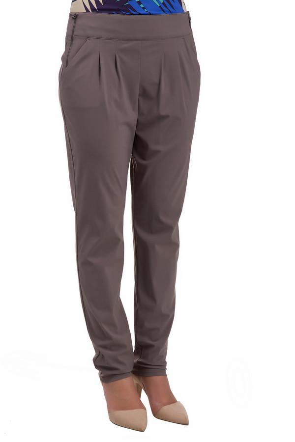 Брюки Betty BarclayБрюки<br>Удобные и стильные брюки «бананы» Betty Barclay светло-серого цвета. В состав изделия входят полиамид и небольшая примесь эластана. Летом вы будете в них неотразимы! Изделие дополнено замочком сзади. Визуально подчеркивают достоинства и объемы «вторых девяносто», а это сейчас в моде. Любительницам светлых цветов и элегантных фасонов.<br><br>Размер RU: 50<br>Пол: Женский<br>Возраст: Взрослый<br>Материал: полиамид 71%, эластан 29%<br>Цвет: Бежевый