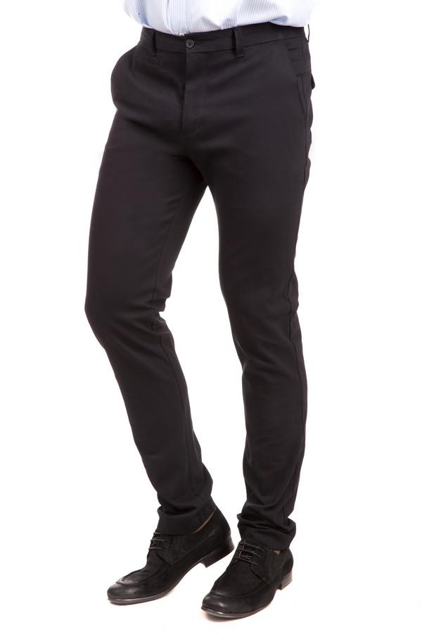Брюки Just ValeriБрюки<br>Мужские брюки Just Valeri доступны в двух цветах – черный и светло-коричневый. В составе изделия уживаются эластан и хлопок. Не имеют сезонных ограничений. Изделие дополнено четырьмя карманами. Брюки заужены книзу, благодаря чему вы сможете подчеркнуть свою индивидуальность, не нарушая при этом дресс-код. Решение для тех, кто любит выделяться.<br><br>Размер RU: 48<br>Пол: Мужской<br>Возраст: Взрослый<br>Материал: эластан 3%, хлопок 97%<br>Цвет: Чёрный