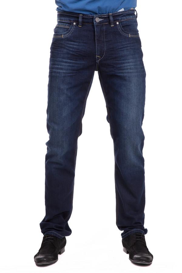 Джинсы GardeurДжинсы<br>Классические мужские джинсы Gardeur темно-синего цвета. В состав изделия входят хлопок и эластан. В данной модели будет комфортно и удобно круглогодично. Спереди джинсы дополнены врезными карманами, сзади - накладными. Характерной является и более светлая расцветка в области колен. Универсальная вещь, хорошо сочетающаяся с любой одеждой.<br><br>Размер RU: 58(L32)<br>Пол: Мужской<br>Возраст: Взрослый<br>Материал: хлопок 73%, эластан 27%<br>Цвет: Синий