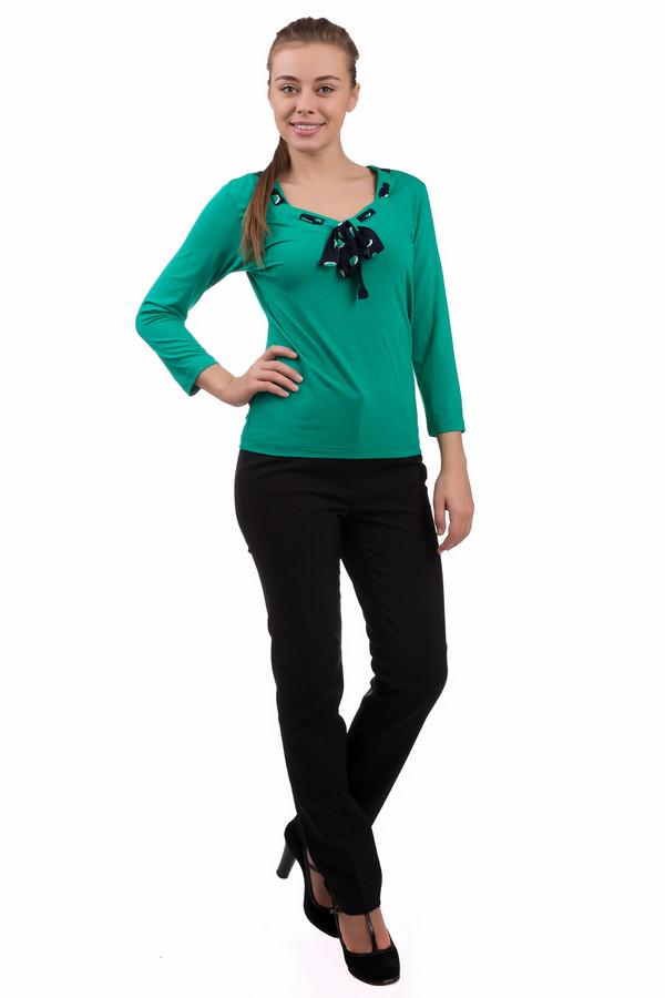 Брюки PezzoБрюки<br>Строгие черные брюки Pezzo предназначены для стильных женщин, которые любят и умеют подчеркнуть достоинства своей фигуры. В составе модели – хлопок, спандекс, нейлон. Носить такую вещь принято в демисезон. Изделие дополнено широким тканевым поясом. Брюки имеют высокую посадку, что при надобности поможет скрыть животик. Подойдет для ношения как в офисе, так и на прогулке. Придаст образу несколько строгий стиль.<br><br>Размер RU: 48<br>Пол: Женский<br>Возраст: Взрослый<br>Материал: хлопок 55%, спандекс 4%, нейлон 41%<br>Цвет: Чёрный