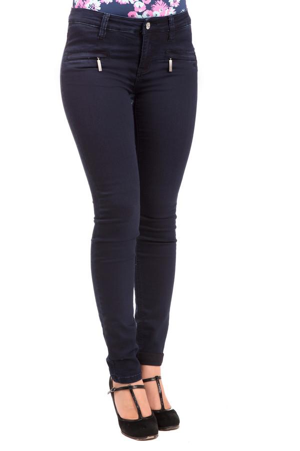 Модные джинсы LerrosМодные джинсы<br>Черные женские джинсы Lerros подчеркнут стройность и красоту ваших ножек. Материалы - эластан, полиэстер, хлопок делают модель особенно качественной и выносливой в любых погодных и бытовых условиях, поэтому носить такие джинсы можно круглый год. Изделие дополнено двумя очаровательными карманчиками на серебристых замочках. Идеально будет смотреться в сочетании с высокими каблуками, но и с обувью на низком ходу создаст беспроигрышный тандем.<br><br>Размер RU: 40<br>Пол: Женский<br>Возраст: Взрослый<br>Материал: эластан 1%, полиэстер 30%, хлопок 69%<br>Цвет: Синий
