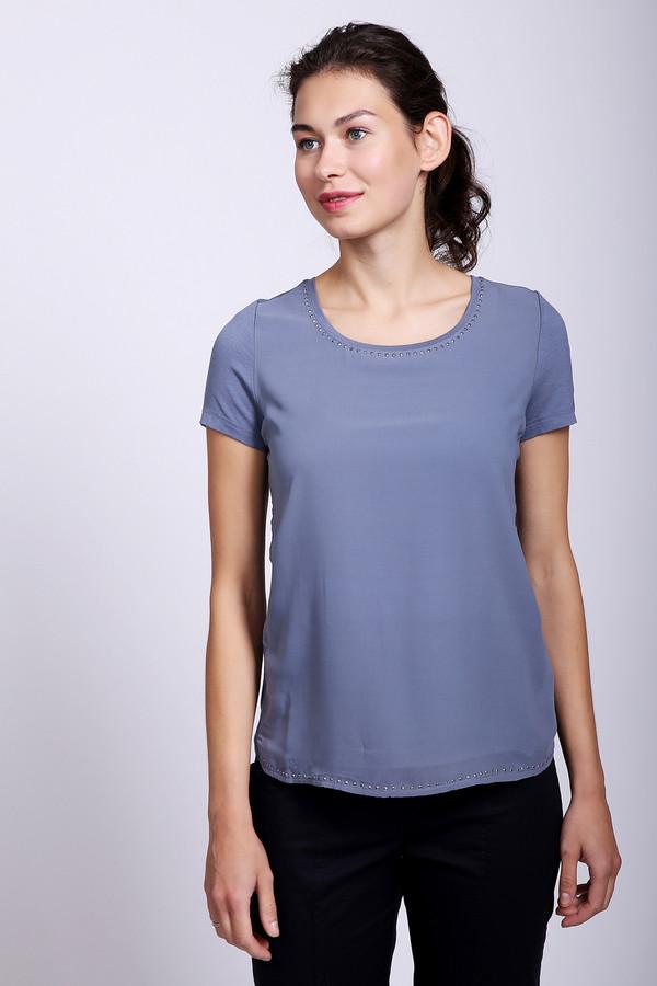Блузa TaifunБлузы<br>Блузa Taifun голубая. Эта вещь будет очень уместна в вашем гардеробе. Ничего лишнего: свободный силуэт, короткий рукав, изысканная отделка стразами вокруг выреза горловины . В такой блузе вам всегда будет уютно и комфортно летом. Сочетается такая вещь с брюками и юбками разных расцветок и стилей.
