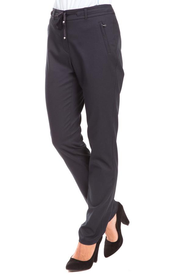 Брюки TaifunБрюки<br>Эксклюзивные женские брюки Taifun для тех, кто не привык сковывать свои движения и ценит практичность во всем. Цвет изделия – черный. Носите брюки с чем угодно и куда угодно - они не подведут и выгодно дополнят образ свободной, независимой и стильной женщины. Пригодны для ношения в любой сезон. Материалы: эластан, полиэстер, вискоза. Модель дополнена удобным поясом – веревочкой, так что вы можете регулировать их объем по себе.<br><br>Размер RU: 48<br>Пол: Женский<br>Возраст: Взрослый<br>Материал: эластан 2%, полиэстер 56%, вискоза 42%<br>Цвет: Синий