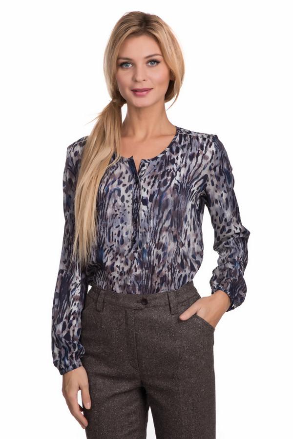 Блузa TaifunБлузы<br>Женская модная блуза Taifun с уникальной расцветкой освежит ваш облик и придаст ему оригинальность. Основной цвет модели – синий. Рассчитана на теплое время года или на ношение в помещении. 100% вискоза и ничего лишнего. Изделие дополнено декоративной застежкой на груди. Застегните все пуговицы – и вот, вы примерный работник и деловой человек. Кокетливо расстегните одну, и ваша женственность и готовность вести игру налицо. Образ меняется с помощью незаметной детали! Подойдет женщинам, которые любят меняться и не приемлют занудные стандарты<br><br>Размер RU: 42<br>Пол: Женский<br>Возраст: Взрослый<br>Материал: вискоза 100%<br>Цвет: Разноцветный