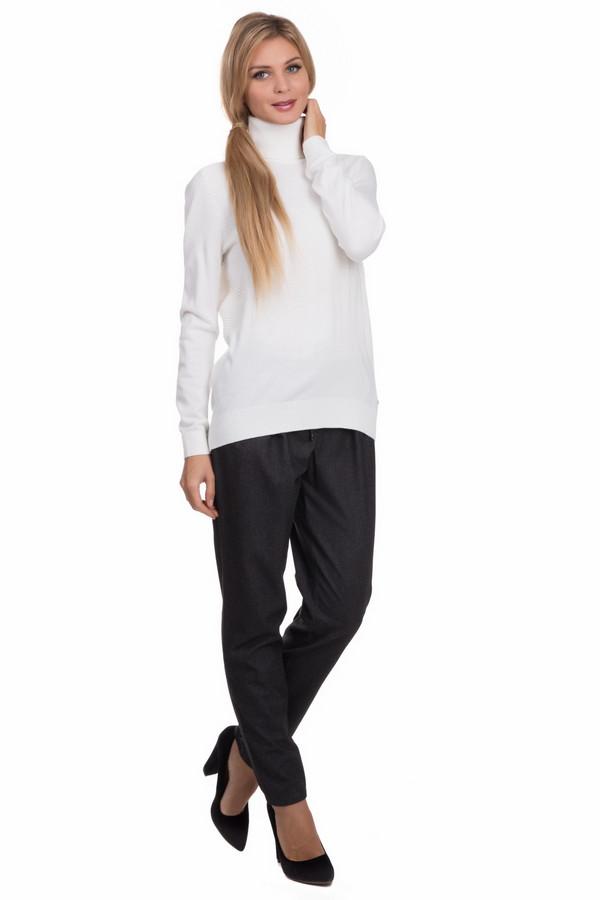 Брюки Betty BarclayБрюки<br>Строгие, и в то же время стильные женские брюки Betty Barclay серого цвета - образец вещи, которая должна присутствовать в гардеробе каждой леди. Вольный крой, свободный фасон, возможность носить в любое время года. В составе изделия – эластан, вискоза, полиэстер. Сочетаются как с высокими каблуками так и с обувью на низком ходу. Изделие дополнено пояском из ткани.<br><br>Размер RU: 44<br>Пол: Женский<br>Возраст: Взрослый<br>Материал: эластан 2%, вискоза 29%, полиэстер 69%<br>Цвет: Серый
