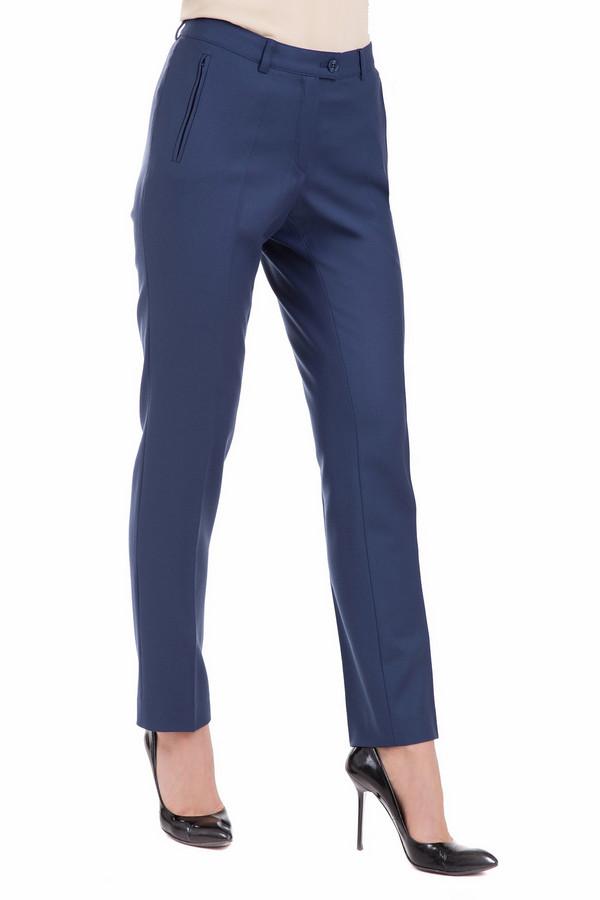 Брюки Eugen KleinБрюки<br>Изящные женские брюки Eugen Klein синего цвета. Изделие выполнено из эластана, шерсти и полиэстера. Весной или осенью такие брюки будут особенно уместны и удобны. Они зрительно стройнят ноги, спереди косо врезаны карманы, которые застегиваются на молнии. Брюки можно носить с ремнем и без него, хорошо сочетаются с футболками и блузками.<br><br>Размер RU: 44<br>Пол: Женский<br>Возраст: Взрослый<br>Материал: эластан 2%, шерсть 52%, полиэстер 46%<br>Цвет: Синий