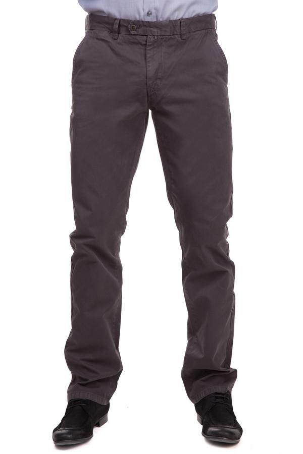 Брюки Flavio NavaБрюки<br>Функциональные мужские брюки Flavio Nava серого цвета. Модель изготовлена из материала, сделанного полностью из хлопка. Самыми удобными эти брюки будут в носке весной и осенью. Брюки застегиваются на пуговицу и молнию. Модель оснащена четырьмя карманами. Задние - застегиваются на пуговицы. Изделие отлично дополнит строгий костюм.<br><br>Размер RU: 56(L34)<br>Пол: Мужской<br>Возраст: Взрослый<br>Материал: хлопок 100%<br>Цвет: Серый