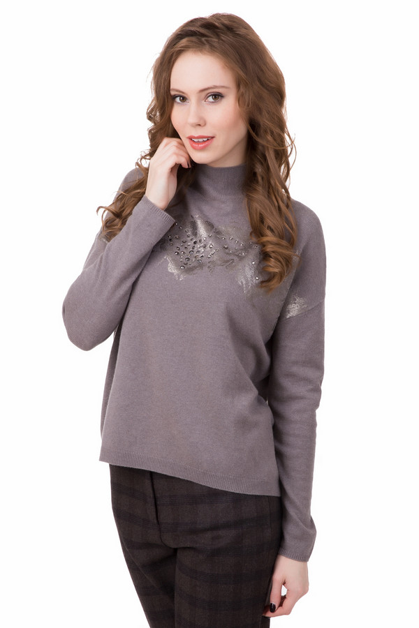 Пуловер Luisa CeranoПуловеры<br>Пуловер Luisa Cerano серый. Милая и изящная модель с серебристы напылением спереди. Отделка лифа стразами придает пуловеру нарядности и женственности. Сзади – практичная и необычная застежка-молния. Приспущенная линия плеча. Состав: кашемир, шерсть плюс шелк. Зимняя вещь, которая также будет хороша на весну и осень.<br><br>Размер RU: 40<br>Пол: Женский<br>Возраст: Взрослый<br>Материал: кашемир 10%, шерсть 70%, шелк 20%<br>Цвет: Серый