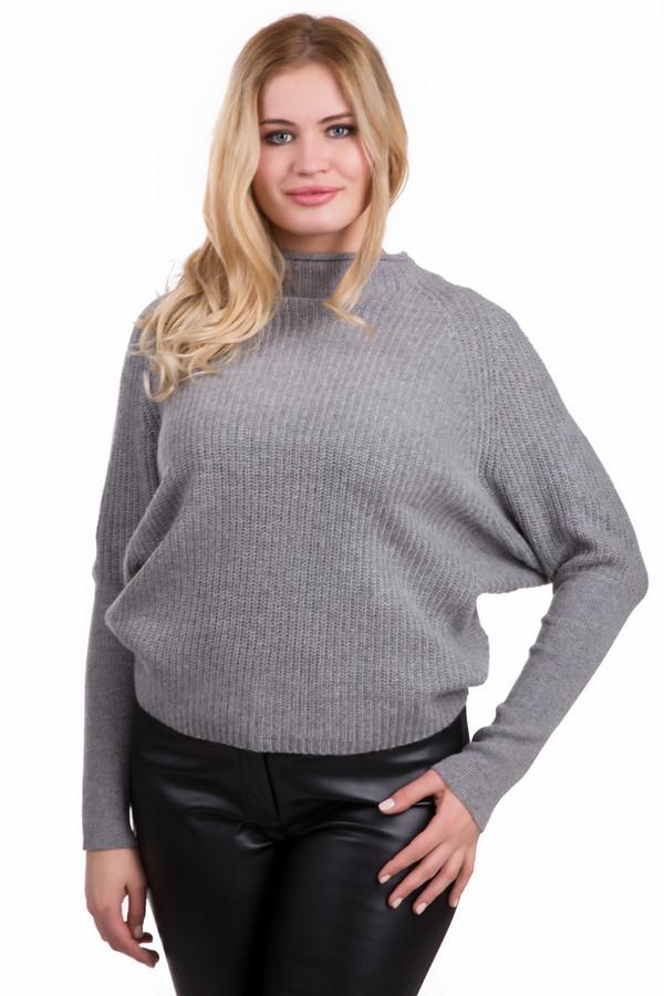 Пуловер OuiПуловеры<br>Уютный женский пуловер Oui серого цвета. Изготовлен из полиамида, шерсти и вискозы. Зимой в нем будет тепло и уютно. Модель свободно сидит на фигуре, форма рукавов - летучая мышь, достигают запястий. Будет хорошо смотреться с джинсами, брюками или теплыми зимними юбками. Придаст образу мягкости и теплоты.<br><br>Размер RU: 44<br>Пол: Женский<br>Возраст: Взрослый<br>Материал: полиамид 20%, шерсть 45%, вискоза 35%<br>Цвет: Серый