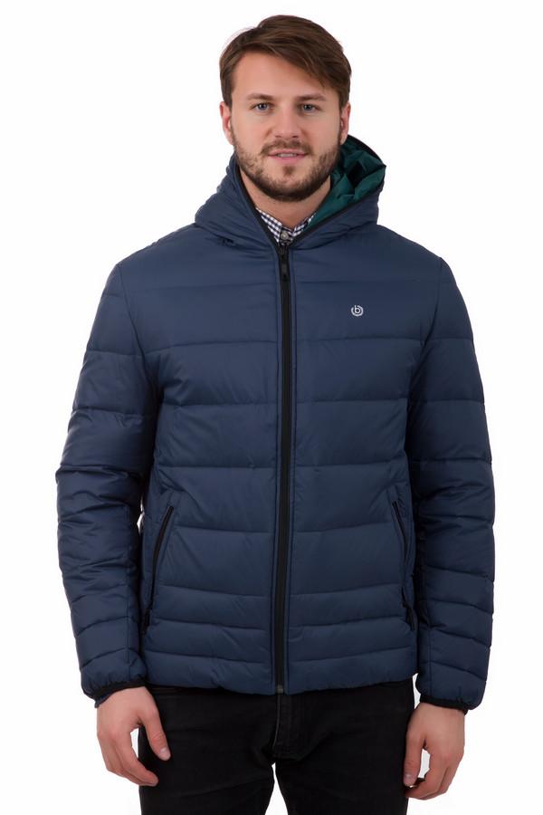 Куртка BugattiКуртки<br>Зимняя куртка Bugatti укороченная. Модель синего цвета для активных представителей сильного пола. Минималистичная по дизайну, имеет оригинальную молнию, обрамляющую капюшон, и два застегивающихся кармана. Рукава оснащены плотно прилегающими резинками, благодаря чему куртка сохраняет тепло в морозный день. В качестве декора использован лаконичный фирменный символ бренда.<br><br>Размер RU: 46-48<br>Пол: Мужской<br>Возраст: Взрослый<br>Материал: полиамид 100%, Состав_подкладка полиамид 100%<br>Цвет: Синий
