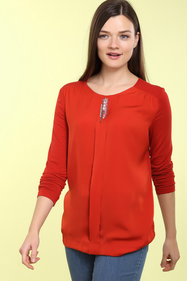 Блузa Betty BarclayБлузы<br>Элегантная блуза Betty Barclay красного цвета. Классическая модель станет прекрасным дополнением вечернего наряда и разбавит строгость делового костюма. Лаконичная деталь из камней в области горловины добавляет оригинальности образу. Нежная застежка, обрамленная в форму нежного-выреза капельки на спине, придает романтичное настроение.<br><br>Размер RU: 50<br>Пол: Женский<br>Возраст: Взрослый<br>Материал: эластан 8%, вискоза 92%<br>Цвет: Красный