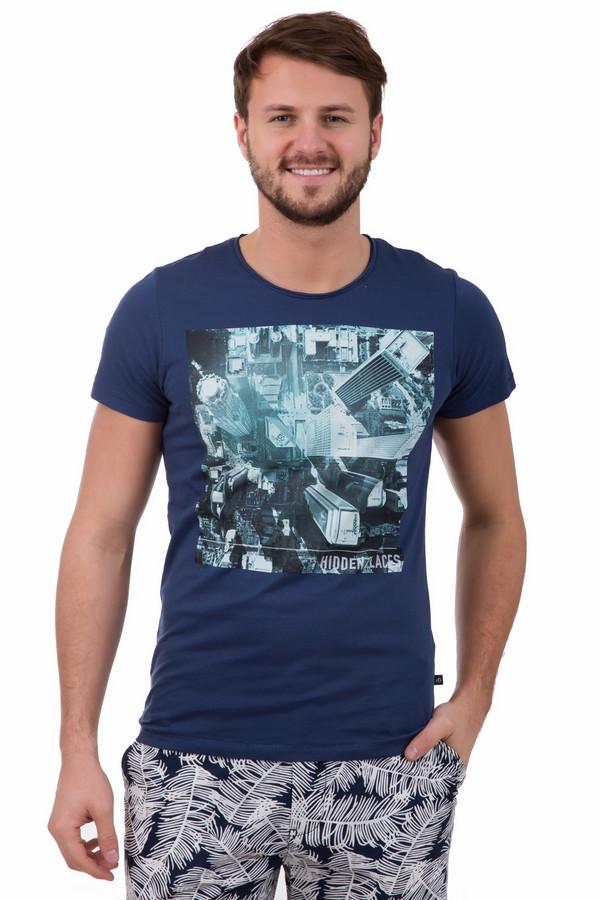 Футболкa s.Oliver DENIMФутболки<br>Футболкa s.Oliver DENIM мужская. Синий цвет всегда актуален для мужской моды. Стильный урбанистический принт спереди придает этой вещи необычности и оригинальности. Состав: 100%-ный хлопок. Летом в такой футболке вам будет всегда комфортно и удобно. Отлично подойдет для носки с джинсами, шортами, брюками.<br><br>Размер RU: 44-46<br>Пол: Мужской<br>Возраст: Взрослый<br>Материал: хлопок 100%<br>Цвет: Разноцветный
