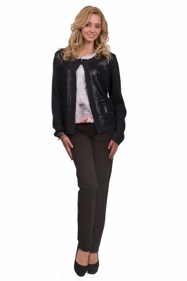 Классические джинсы Gerry WeberКлассические джинсы<br>Прямые классические слегка удлиненные джинсы коричневого цвета с наличием задних карманов. Они подходят как стройным девушкам, так и девушкам в теле. Они отлично скрывают все возможные недостатки женской фигуры, но при этом выглядят очень просто, а потому являются отличной основой для любого образа. В них вы можете быть и строгой и романтичной. Они очень удобны и практичны.<br><br>Размер RU: 44<br>Пол: Женский<br>Возраст: Взрослый<br>Материал: эластан 3%, хлопок 97%<br>Цвет: Коричневый