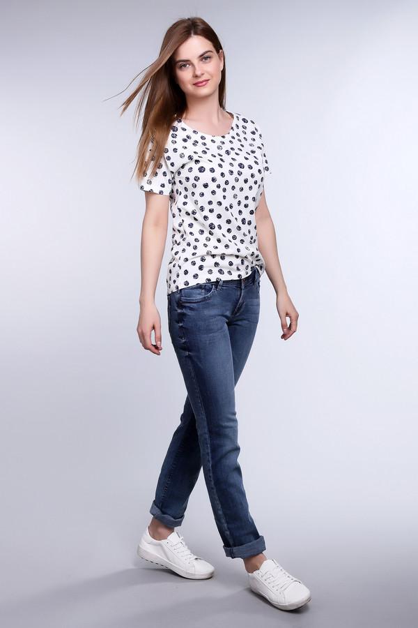 Классические джинсы s.Oliver DENIMКлассические джинсы<br>Стильные джинсы S.Oliver DENIM синего цвета. Эффект легкой потертости, актуальный из сезона в сезон, поможет Вам создать модный образ. На 98% состоят из хлопка, подходят для носки круглый год. Два аккуратных кармашка сзади подчеркивают фигуру. Модель удобного облегающего кроя, хорошо смотрится в сочетании верха в любом стиле.<br><br>Размер RU: 44(L34)<br>Пол: Женский<br>Возраст: Взрослый<br>Материал: хлопок 98%, эластан 2%<br>Цвет: Синий