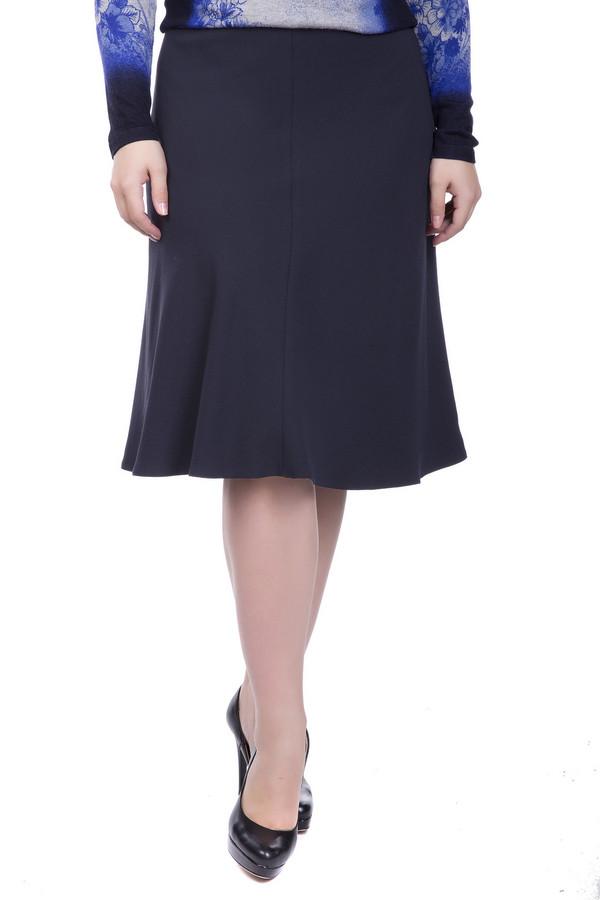 Юбка ApanageЮбки<br>Юбка Apanage темно-синяя. Модели до колен идут женщинам и девушкам вне зависимости от возраста. Такая юбка всегда элегантна. Кроме того, такие вещи отлично комбинируются с остальными в гардеробе женщины. Состав ткани: 100%-ный полиэстер. Вы сможете носить юбку со строгими блузами и пиджаками, блейзерами, топами, кофточками, лонгсливами.<br><br>Размер RU: 50<br>Пол: Женский<br>Возраст: Взрослый<br>Материал: полиэстер 100%<br>Цвет: Синий