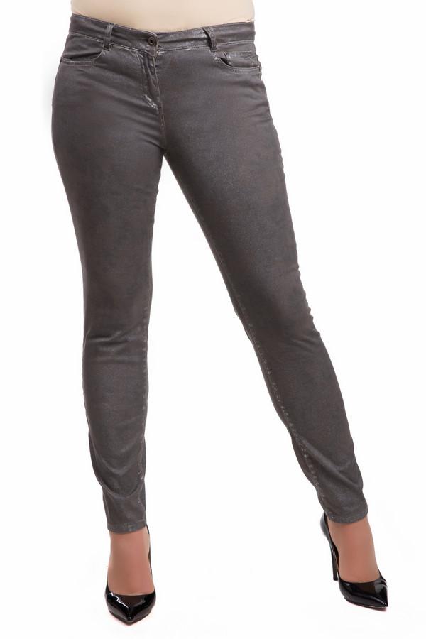 Джинсы Marc AurelДжинсы<br>Джинсы Marc Aurel серебристо-серые. Облегающая модель классического для джинс кроя. В этих брюках вам будет исключительно комфортно благодаря их фасону и практичному цвету. Состав ткани: хлопок плюс эластан. Джинсы снабжены сзади карманами и оригинальными диагональными вытачками. Носить эту вещь вы сможете круглый год.<br><br>Размер RU: 40<br>Пол: Женский<br>Возраст: Взрослый<br>Материал: хлопок 98%, эластан 2%<br>Цвет: Серый
