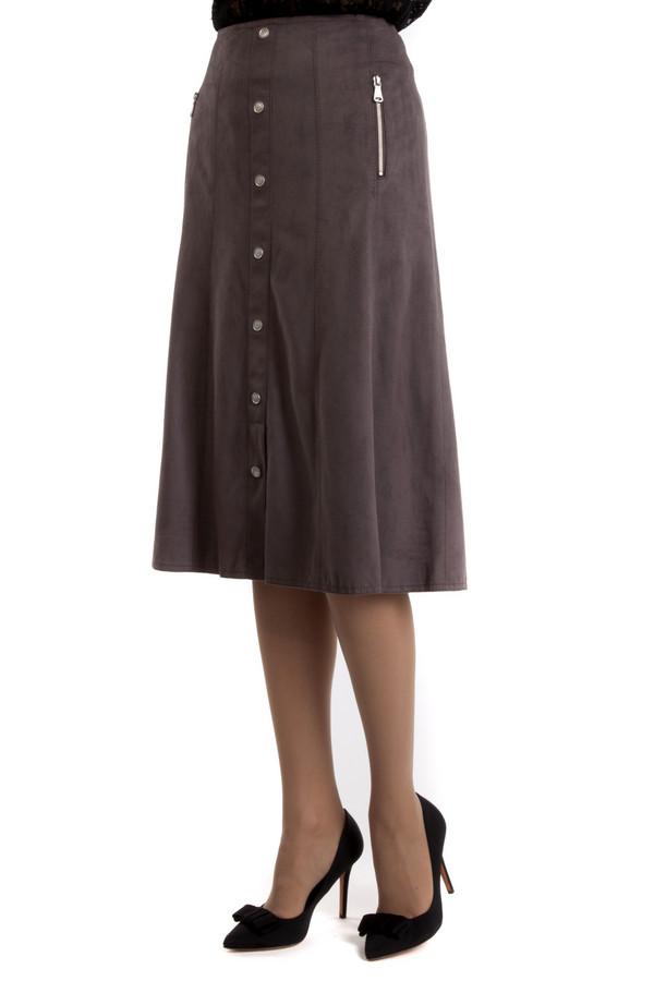 Юбка Gerry WeberЮбки<br>Стильная бледно-коричневая юбка, сделанная из мягкого материала. Такая юбка подчеркнет женственные и сексуальные бедра и стройную женскую талия, так как садится плотно по фигуре сверху. А благодаря расклешонности снизу и длине ниже колена, в такой юбке вы никогда не будете выглядеть вульгарно и вызывающе, поэтому сможете себе позволить надеть ее даже на работу.<br><br>Размер RU: 52<br>Пол: Женский<br>Возраст: Взрослый<br>Материал: эластан 8%, полиэстер 92%<br>Цвет: Коричневый